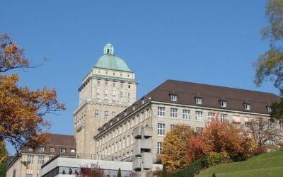 Университет Цюриха, историческое здание в центре города. (© Guérin Nicolas).