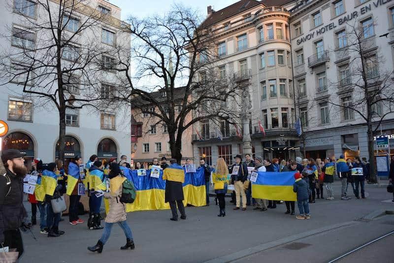 Митинг «Свободу Савченко!» в Цюрихе на Paradeplatz 9 марта 2016. (© schwingen.net)