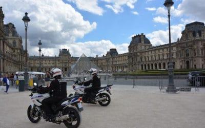 Город, который стоит на Сене.