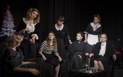 8 любящих женщин с ножом в спине. Премьера в театре «Synthese»