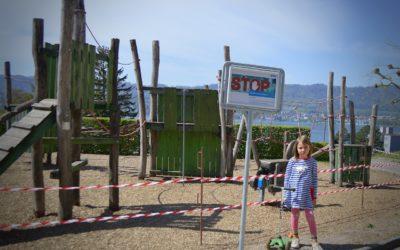 Детская площадка огорожена тревожной лентой. Из личного архива автора.