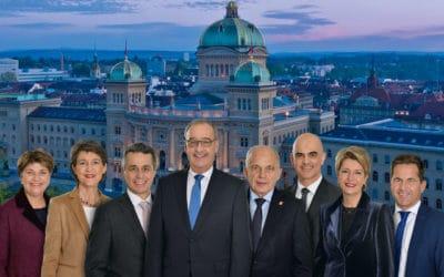 Ги Пармелен (четвертый слева) на официальной фотографии Федерального совета Швейцарии 2021 года. 21.12.2020 (© Webseite des Bundesrats)