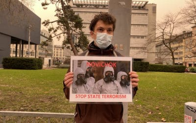 Участник митинга в Цюрихе требует остановить государственный терроризм. (© schwingen.net)