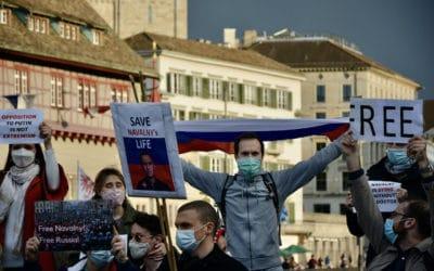 Акция солидарности с Алексеем Навальным и другими российскими политзаключенными, Цюрих. 21.04.2021 г. (© schwingen.net)