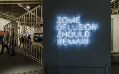 Esther Schipper. Надпись можно прочесть так: «Некоторая иллюзия должна оставаться». (© Art Basel)