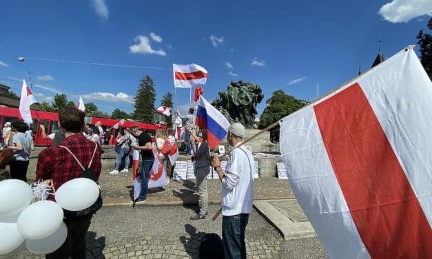 Международные акции в защиту прав человека объединяют граждан разных стран. (© schwingen.net)